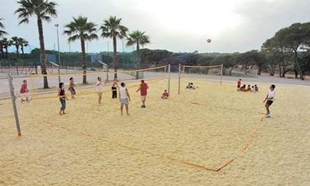 Camping La Baume - jouer volleyball